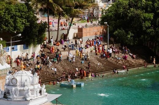 Stock Photo: 1846-11064 Pilgrims bathing at the ghat, Tirumala, Tirupati, Chittoor District, Andhra Pradesh, India
