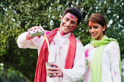 Stock Photo: 1846-12034 Couple celebrating Holi
