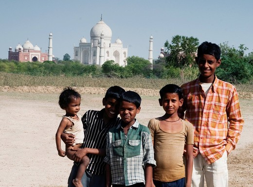 Stock Photo: 1846-13820 Portrait of children in front of a mausoleum, Taj Mahal, Agra, Uttar Pradesh, India