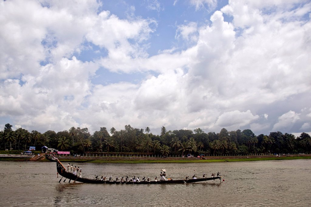 Stock Photo: 1846-15047 Snake boat race on Pampa River at Onam Festival, Aranmula, Kerala, India