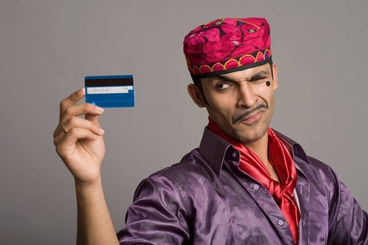 Actor portraying a tapori holding a credit card : Stock Photo
