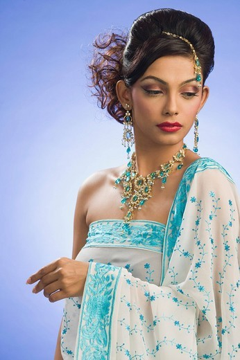 Stock Photo: 1846-2029 Close_up of a woman wearing jewelry