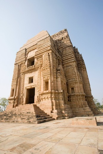 Low angle view of a temple, Teli Ka Mandir, Gwalior, Madhya Pradesh, India : Stock Photo