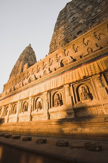Low angle view of a temple, Mahabodhi Temple, Bodhgaya, Gaya, Bihar, India : Stock Photo