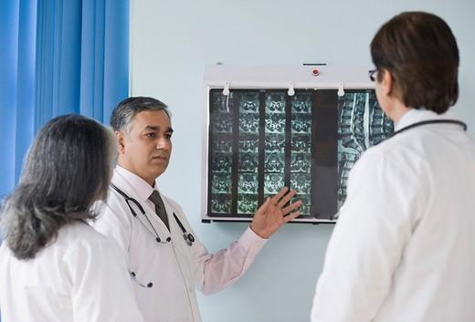 Stock Photo: 1846-7912 Doctors examining an x_ray report, Gurgaon, Haryana, India