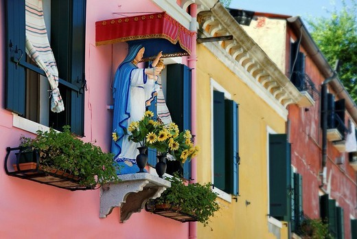 Madonna figure at the colorfully painted houses of Burano, Venice, Italy, Europe : Stock Photo