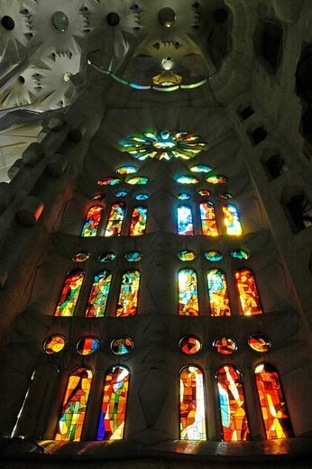 Colourful church window of the Sagrada Familia, Church of the Holy Family, architect Antoni Gaudi, catherdrale, Barcelona, Catalonia, Spain : Stock Photo