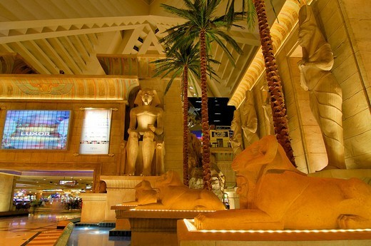 Palms, giant monitor and statues of Tutankhamun in the lobby of the Luxor Hotel & Casino, Las Vegas Boulevard, Las Vegas, Nevada, USA, North America : Stock Photo