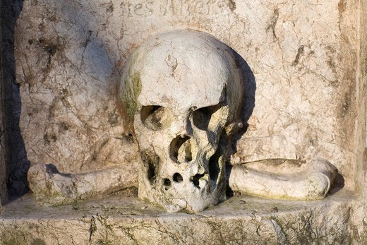 Skull and crossbones on a gravestone, Alter Suedfriedhof Cemetery, Munich, Bavaria, Germany : Stock Photo