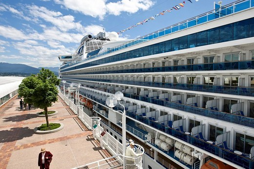 The passenger cruise liner Diamond Princess docked in front of the Pan Pacific Hotel in Vancouver, British Columbia, Canada, North America : Stock Photo