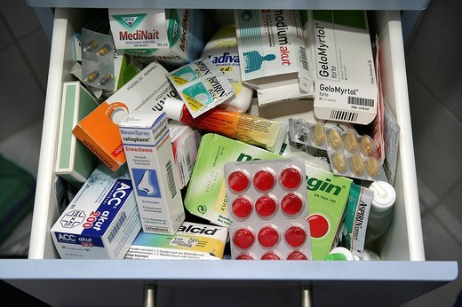 Stock Photo: 1848-109522 Drawer in a private household with many medicaments