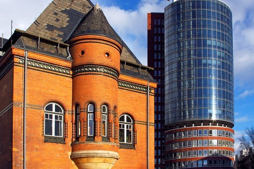 Stock Photo: 1848-110572 Historic building of the old port police station and the modern Hanseatic Trade Center, Kehrwiederspitze, Speicherstadt, old warehouse district, Kehrwiederspitze, HafenCity, port of Hamburg, Germany, Europe