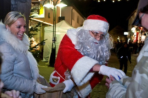 Santa Claus giving out sweets on a christmas market, Hesse, Germany : Stock Photo
