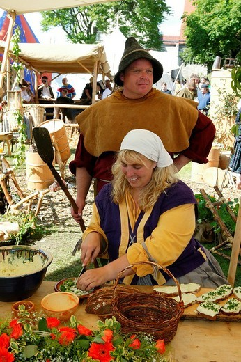 Peasants preparing a meal during a medieval festival, Burghausen, Upper Bavaria, Bavaria, Germany, Europe : Stock Photo