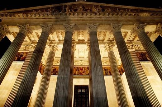 Columns, parliament building at night, Vienna, Austria, Europe : Stock Photo