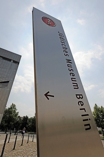 Stock Photo: 1848-114932 Sign post to the Jewish Museum in Berlin, Germany, Europe