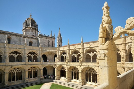 Two_storeyed cloister in the enclosure, Claustro, of the Hieronymites Monastery, Mosteiro dos Jeronimos, UNESCO World Heritage Site, Manueline style, Portuguese late_Gothic, Belem, Lisbon, Portugal, Europe : Stock Photo