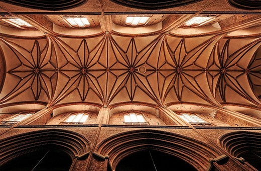 Gothic vaulted ceiling of St. Nicholas Church, Lueneburg, Lower Saxony, Germany, Europe : Stock Photo