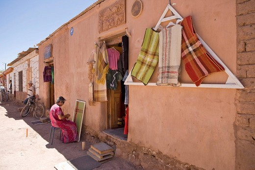 Stock Photo: 1848-117713 Woman weaving a blanket, San Pedro de Atacama, Región de Antofagasta, Chile, South America