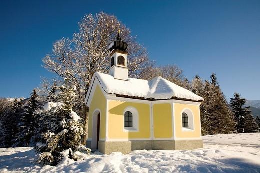 Chapel in a winter landscape, Klais near Mittenwald, Upper Bavaria, Germany, Europe : Stock Photo