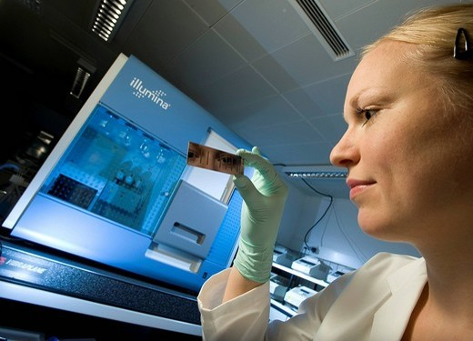Stock Photo: 1848-120099 Female laboratory assistant with gene chip and reading device for sequencing and gene expression profiling, Max_Planck_Institute for molecular genetics, AG Kardiovaskulaere Genetik, Berlin, Germany, Europe