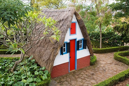 Casa de Colmo, thatched farmhouse, Botanical Garden, Funchal, Madeira, Portugal : Stock Photo