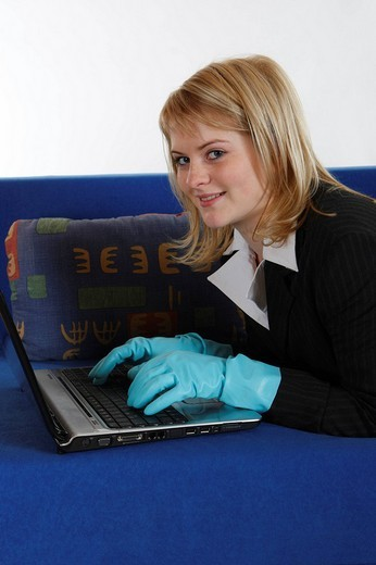 Housewife works on her laptop : Stock Photo