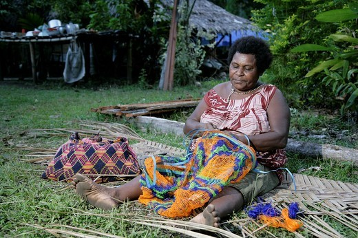 Woman knotting a Bilum string bag, Biliau, Papua New Guinea, Melanesia : Stock Photo