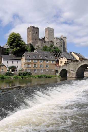 Stock Photo: 1848-122410 Castle ruins and the Runkel Museum, Lahnbruecke Bridge made of stone, Limburg_Weilburg district, Hesse, Germany