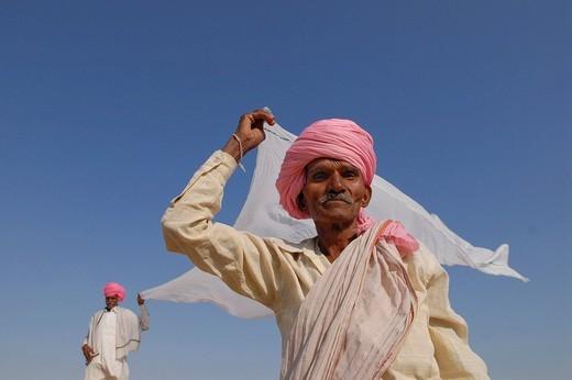 Stock Photo: 1848-124270 Men wearing pink turbans drying a white cloth, Ram Devra, Pokaran, Rajasthan, North India, Asia