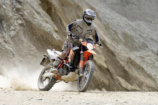 Motorcyclist, KTM 950R Super Enduro : Stock Photo
