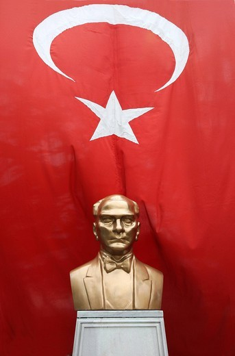 Bust of Ataturk in front of the Turkish flag, Istanbul, Turkey : Stock Photo