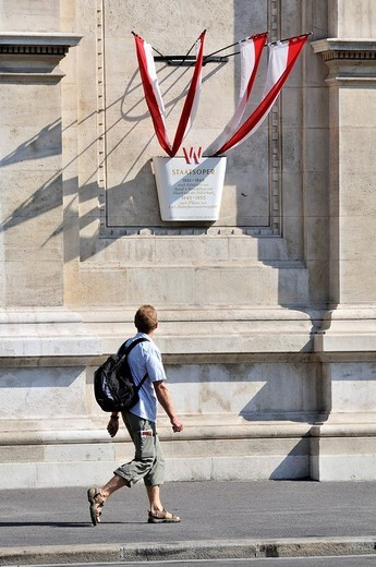 Stock Photo: 1848-128288 Tourist looking at a commemorative plaque as he walks past the Staatsoper, State Opera, Vienna, Austria, Europe