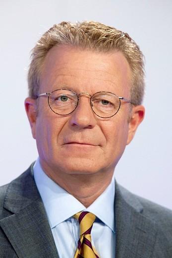 Engelbert Tjeenk Willink, director of marketing, Boehringer Ingelheim GmbH, during the annual press conference on 21.04.2009 in Ingelheim, Rhineland_Palatinate, Germany, Europe : Stock Photo