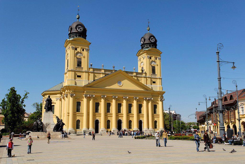 Stock Photo: 1848-129215 Reformed church, city square of Debrecen, Hungaria