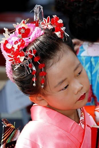 Stock Photo: 1848-129352 Little Japanese girl looks sceptical, Japenese fair, Duesseldorf, NRW, Germany