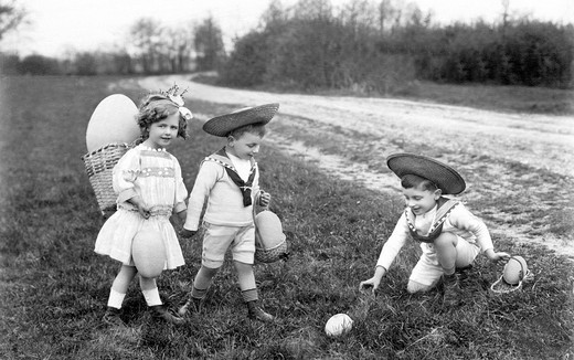 Historic photograph, children looking for Easter eggs, Easter, around 1915 : Stock Photo