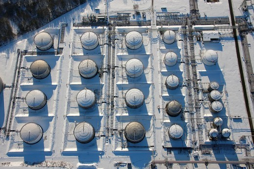 Aerial photo, VEBA Oel AG plant Horst, tank farm, gas tanks, snow, Gelsenkirchen_Buer, Gelsenkirchen, Ruhr Area, North Rhine_Westphalia, Germany, Europe : Stock Photo
