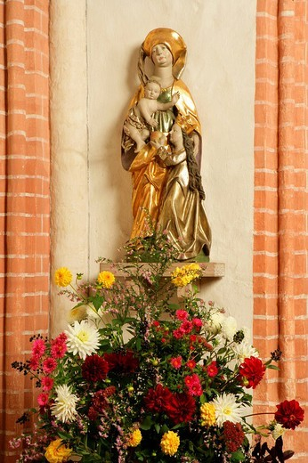Gothic sculpture, The Virgin and Child with St. Anne, church of pilgrimage, Holzhausen, Upper Bavaria, Germany : Stock Photo