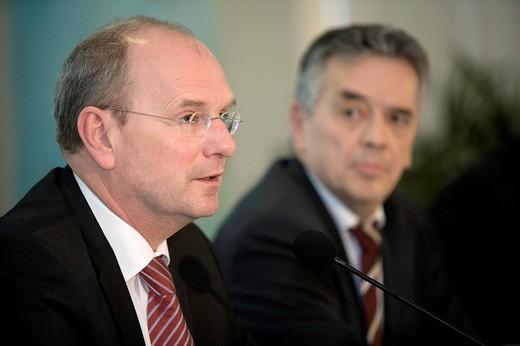 Stock Photo: 1848-131747 Hans_Peter VILLIS l, chief executive officer of the EnBW Energie Baden_Wuerttemberg AG, and Pierre LEDERER, vice CEO, during annual earnings press conference, KARLSRUHE, GERMANY, 19.02.2008.