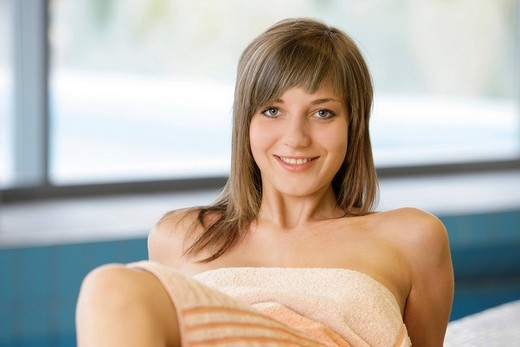 18_year_old girl in a spa, looking into the camera, smiling : Stock Photo
