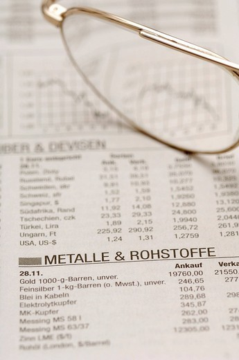 Stock Photo: 1848-132557 Glasses on the business section of a newspaper, stock exchange, symbolic picture for business