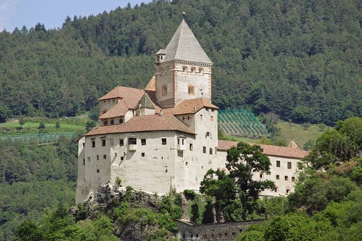 Trost castle, Eisack valley, South Tyrol, Italy : Stock Photo