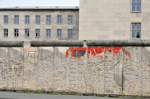 Stock Photo: 1848-133933 Original remains of the Berlin Wall in front of the Detlev_Rohwedder_House, former seat of the Reichsluftfahrtsministerium, today seat of the Bundesministerium fuer Finanzen, Federal Ministry of Finance, Niederkirchner Strasse, Berlin_Mitte, Central Berli