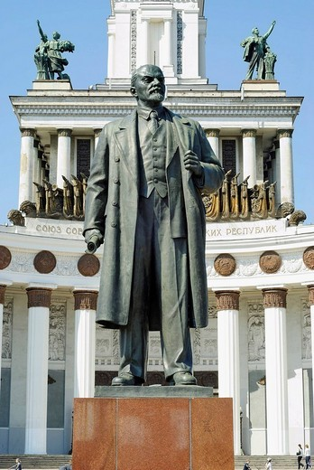 Stock Photo: 1848-134636 Statue of Lenin in front of the VVTs or VDNKh, All Russian Exhibition Centre, central pavilion, Moscow, Russia
