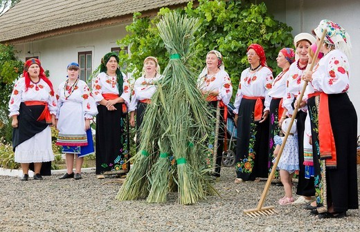 Stock Photo: 1848-136573 Peasant women in traditional Ukrainian costume performing a countrified folk dance at the farmers´ museum in the formerly German inhabited Bessarabian village Friedenstal, today´s Mirnopolje, Ukraine
