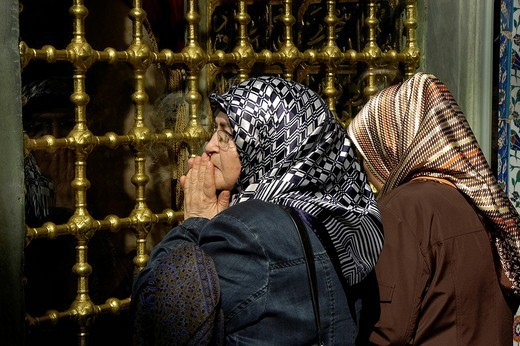 Eyuep Mausoleum, praying women, Istanbul, Turkey : Stock Photo