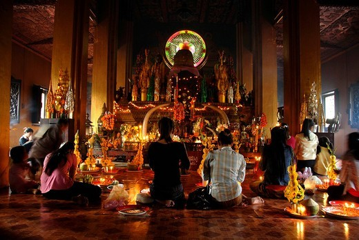 Buddhists offering sacrifice in the Wat Simuong Temple, Vientiane, Laos, Asia : Stock Photo