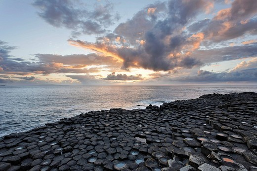 Stock Photo: 1848-139046 Sunset at the basalt columns of the Giant´s Causeway, Londonderry, North Ireland