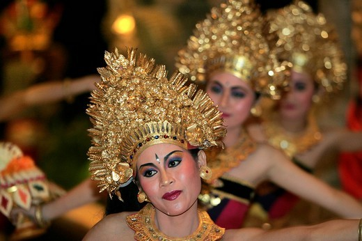 Dancer performs traditional Legong dance in Bali, Indonesia : Stock Photo